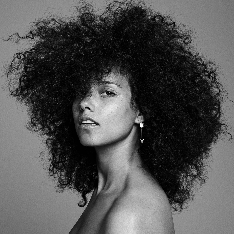 Alicia Keys, sem maquiagem e de cabelo solto na capa de 'Here' (Foto: Divulgao)