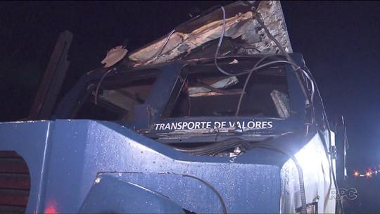 Trecho da BR-277, no PR, é liberado após ladrões explodirem carro-forte