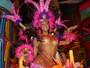 Musa da Tucuruvi repõe as energias na praia após desfilar no carnaval