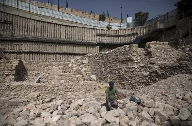 Local em Jerusalém onde foram encontrados resquícios de fortaleza grega citada na Bíblia na Cidade Velha em foto de 2015 (Foto: Ronen Zvulun/ Reuters)