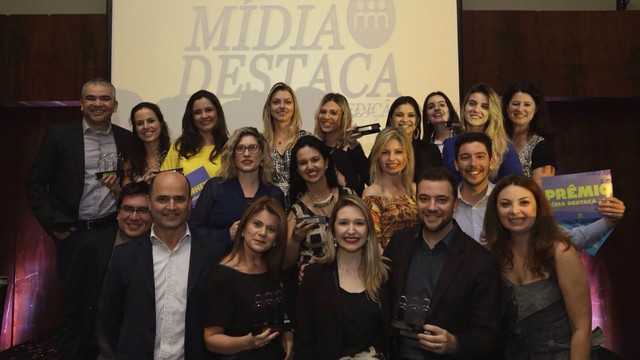 Diretores e profissionais da RBS TV comemoraram prêmios  (Foto: RBS TV/Divulgação)