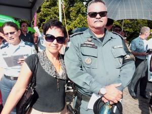 Tenente Felipe fez, pela primeira vez, o percurso da Romaria dos Militares com a esposa (Foto: Juliana Borges/ G1 ES)