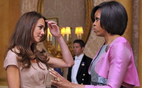 Presidente Obama e a esposa Michelle dão boas vindas ao bebê real