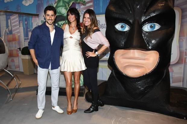 Marcos Mion com a esposa Suzana Gullo e Andrea Guimarães (Foto: Manuela Scarpa/Foto Rio News)