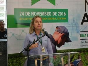 Gestora do Departamento de Economia do Sistema Famasul, Adriana Mascarenhas, apresentou programação do MS Agro 2016 (Foto: Anderson Viegas/G1 MS)