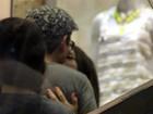 Alexandre Nero curte chamego com a namorada durante ida em shopping
