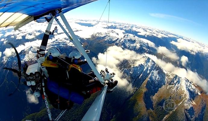 Belas paisagens são avistadas de cima do ultraleve  - Incrível (Foto: Reprodução TV Globo)