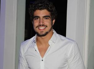 Caio Castro interpreta médico (Foto: Nathalia Fernades/ TV Globo)