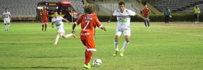 Júnior Xuxa - meia do River-PI (Foto: Emanuele Madeira/GloboEsporte.com)