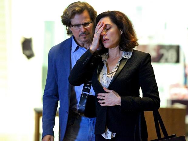 A viúva fica desconcertada com a preseça do amor da juventude (Foto: Carol Caminha/ Gshow)