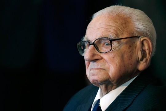 """Nicholas Winton, o """"Schindler britânico"""", aos 105 anos em 2014 (Foto: AP Photo/Petr David Josek, File)"""
