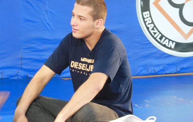 Jonathan Souza, atleta de jiu-jítsu, se recupera após perder movimentos em luta (Foto: Roger Garcia)