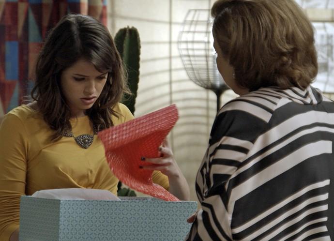 Além do explosivo, Camila vê um cronômetro (Foto: TV Globo)