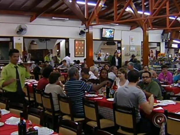 Restaurante em Jundia&#237;, SP, chega a contratar 40 funcion&#225;rios aos finais de semana (Foto: Reprodu&#231;&#227;o/TV Tem)
