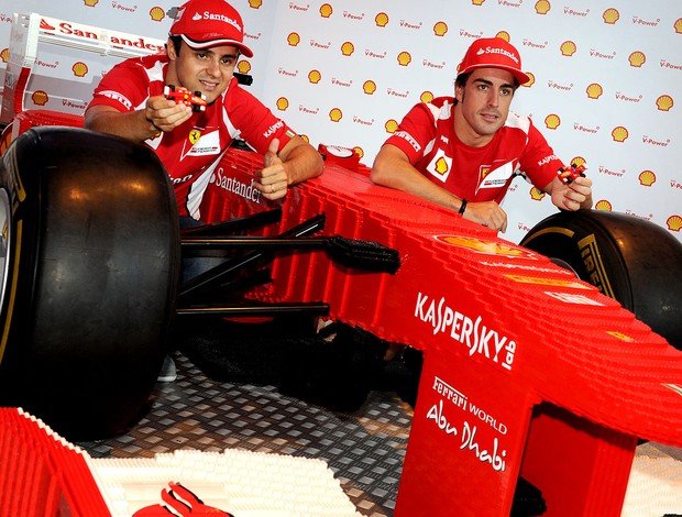 Alonso e Massa em evento da Ferrari antes do GP de Cingapura (Foto: AFP)