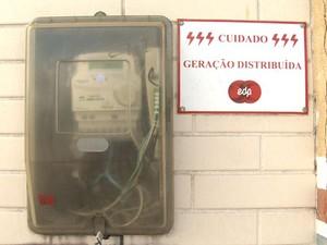 Por ser microgerador, morador recebe desconto na conta, no Espírito Santo (Foto: Reprodução/TV Gazeta)
