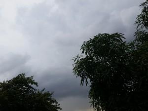 Tempo fica fechado nesta terça-feira em quase todas as regiões de Rondônia (Foto: Toni Francis/G1)
