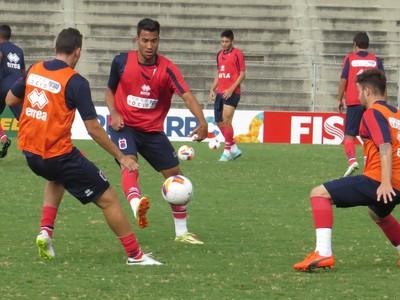 Zagueiro Gustavo Eugênio Paraná Clube (Foto: Fernando Freire)