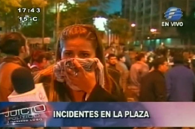 Manifestantes após o anúncio do impeachment de Lugo nesta sexta-feira (22) em Assunção (Foto: Reprodução)