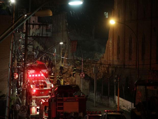 Muro cai e mata oito pessoas na região central de Sorocaba, SP (Foto: Bruno Cecim / FUTURA PRESS/ESTADÃO CONTEÚDO)