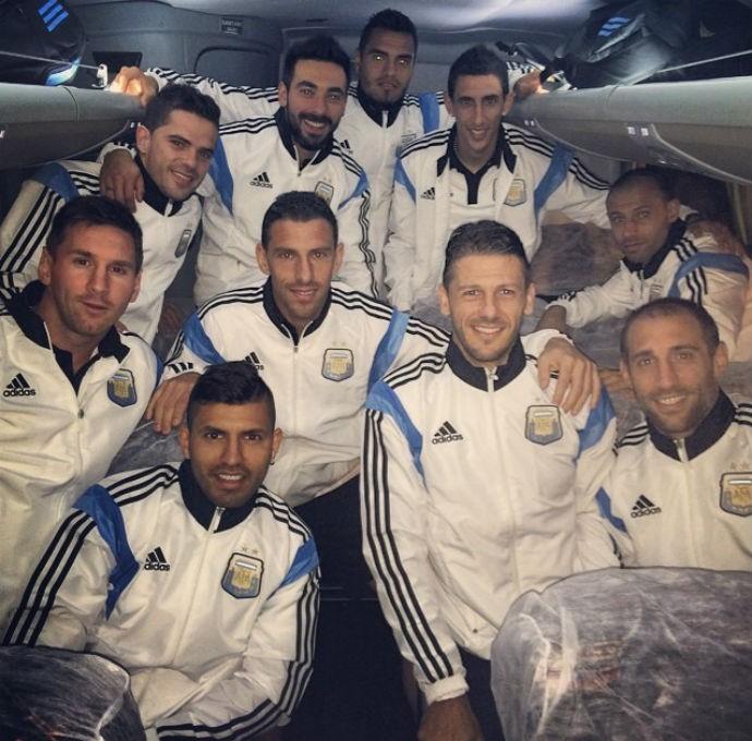 Argentinos desembarcam em Porto Alegre para jogo contra a Nigéria (Foto: Reprodução/Instagram)