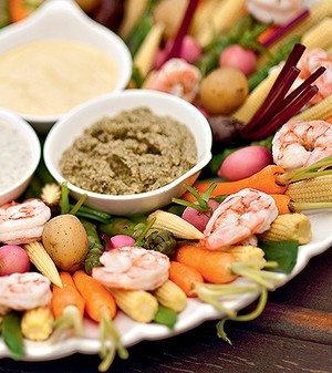 Crudités com tapenade, maionese de curry e molho asiático de gergelim (Foto: Ricardo Corrêa/Editora Globo)