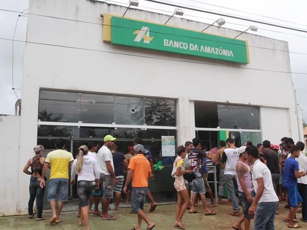 Assalto ocorreu na manhã desta quinta-feira (12) (Foto: Edson Azevedo)