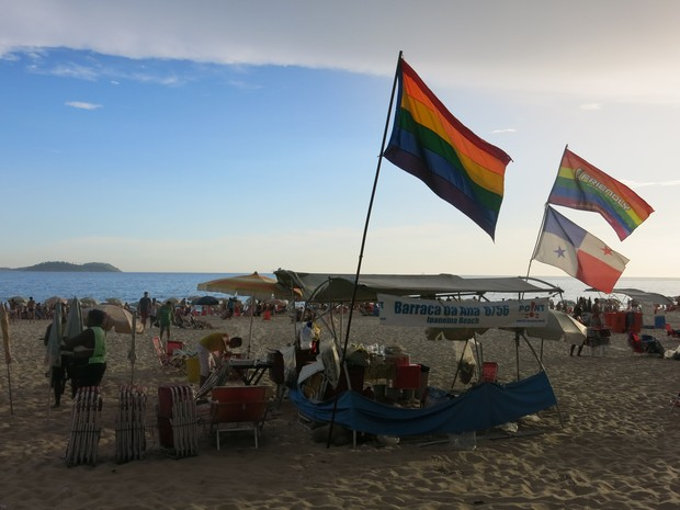 Na altura da Rua Farme de Amoedo, praia fica lotada até mesmo em dias de semana (Foto: Daniel Silveira/G1)