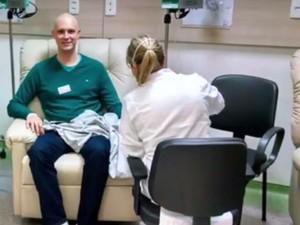 Lucas Garcia criou rede após vencer a doença (Foto: Reprodução/YouTube)