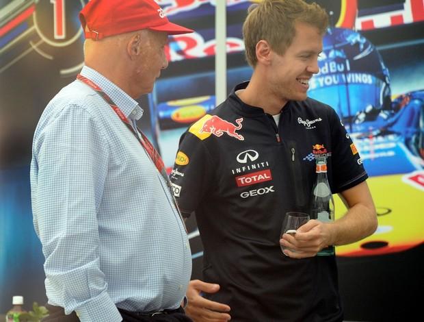 Niki Lauda e Sebastian Vettel se encontraram no paddock do GP do Japão no último fim de semana (Foto: AFP)
