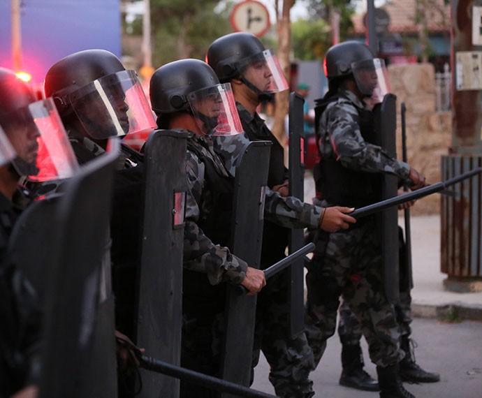 Polícia chega no Leal Brazil, mas a galera não se intimida (Foto: Isabella Pinheiro/Gshow)