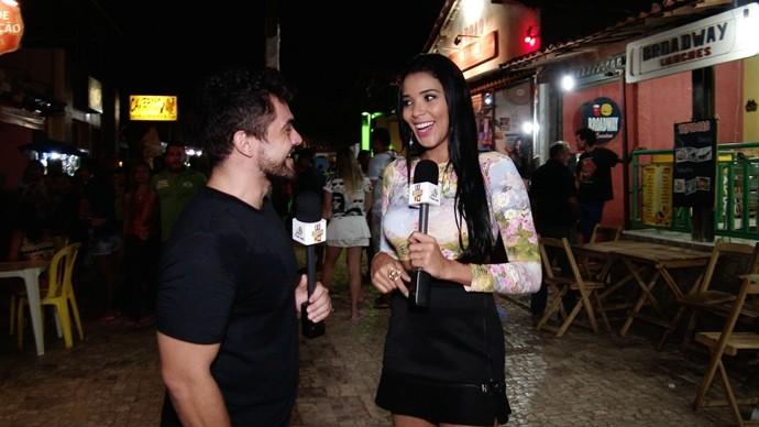 Dan e Niara passeiam pela rua mais famosa do Ceará. (Foto: Se Liga VM)