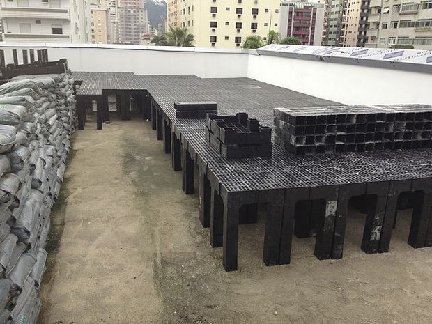 Construção do telhado verde, em Santos (Foto: Divulgação/Instituto Cidade Jardim)