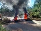 Manifestantes interditam BR-135 entre Itacarambi e Manga, em MG