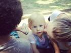 Carolinie Figueiredo posta foto com a filha em parque carioca