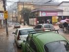 Chuva forte alaga ruas em Nova Friburgo, no RJ