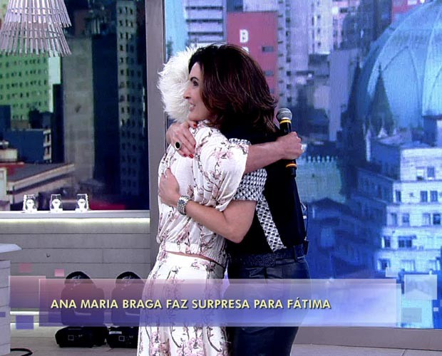 Fátima adora a surpresa (Foto: TV Globo)