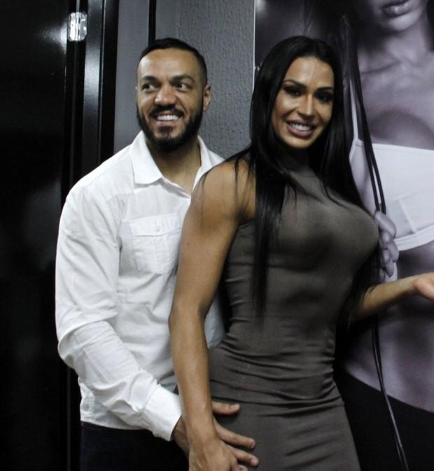Belo e Gracyanne Barbosa (Foto: Marcos Ferreira/Brazil News)