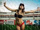 Candidata a 'Gata do Paulistão' sensualiza no estádio de seu time