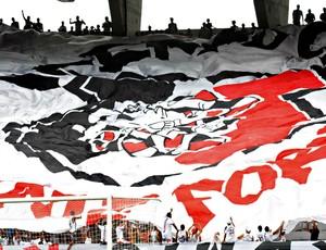 Torcida do Santa Cruz (Foto: Aldo Carneiro/Pernambuco Press)