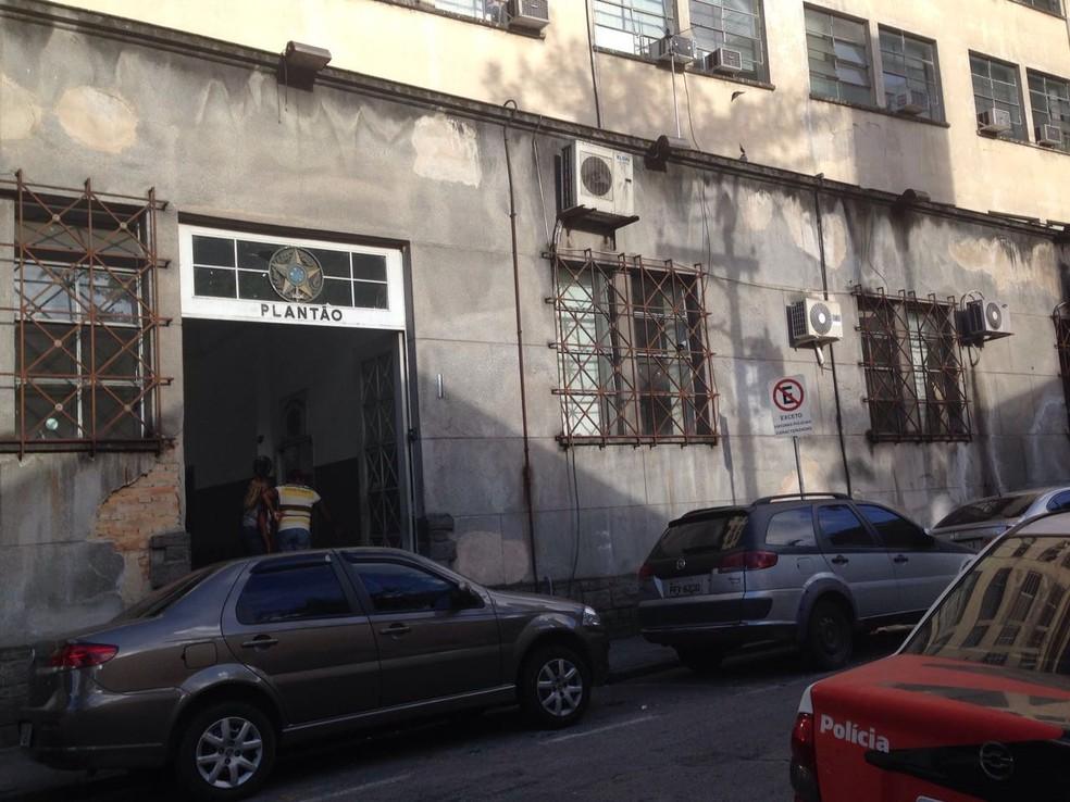 Ocorrência foi registrada na Central de Polícia Judiciária de Santos (Foto: Guilherme Lucio da Rocha/G1)