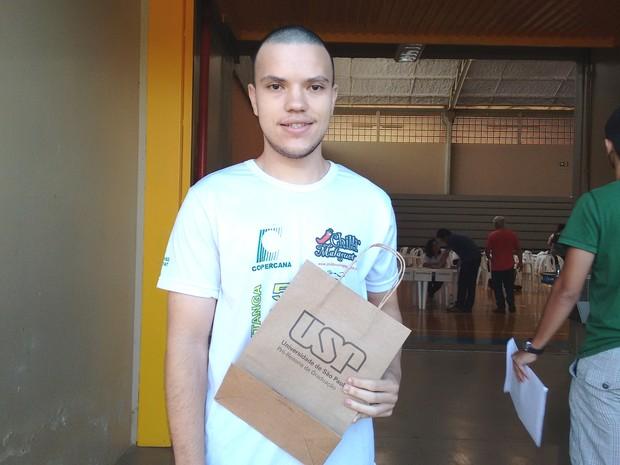 Jovem passou em Engenharia Mecânica na USP de São Carlos (Foto: Carol Malandrino/G1)