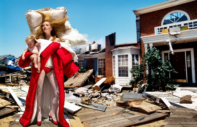 Viktor & Rolf's The House At The End Of The World, 2005 (Foto: DAVID LACHAPELLE)