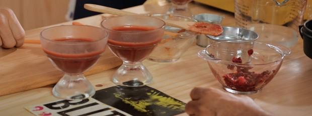 Gelatina de pitanga com framboesas, bela cozinha, bela gil (Foto: Divulgao/GNT)