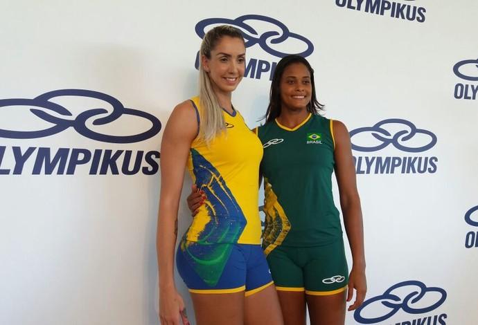 Thaísa e Adenízia posam com os uniformes olímpicos (Foto: João Gabriel Rodrigues)