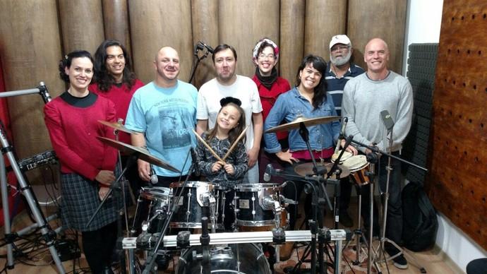 Rafa Gomes está ensaiando bastante com a banda para arrasar no show (Foto: Arquivo pessoal)