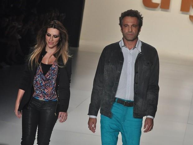 Cleo Pires e Domingos Montagner desfilam pela grife TNG no Fashion Rio (Foto: Roberto Teixeira / EGO)