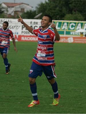 Romarinho comemora gol marcado contra Crateús pelo Campeonato Cearense 2012 (Foto: Kiko Silva/Agência Diário)