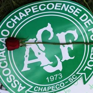 Chapecoense escudo rosa (Foto: Reuters)
