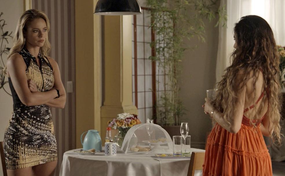 Jeiza e Rita trocam alfinetadas (Foto: TV Globo)